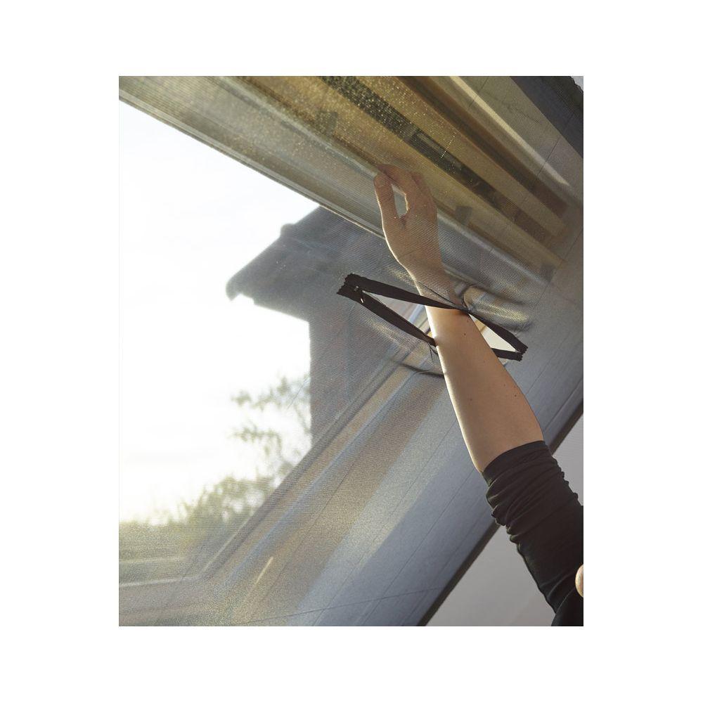 moustiquaire adh sive pour fen tre de toit. Black Bedroom Furniture Sets. Home Design Ideas
